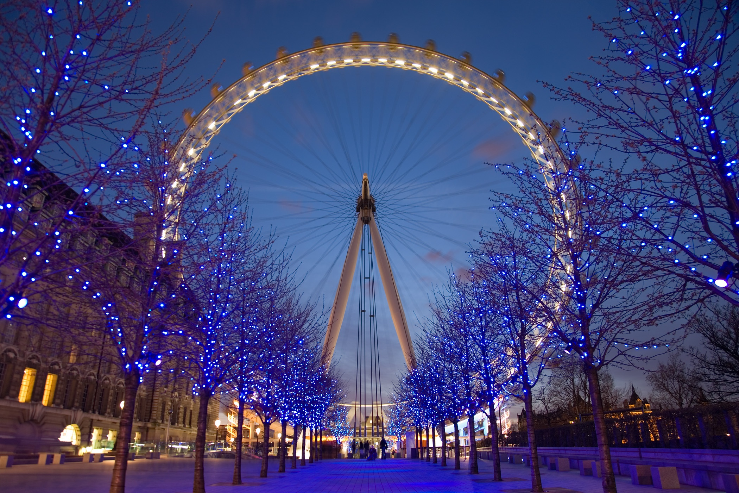 London_Eye_Twilight_April_2006.jpg